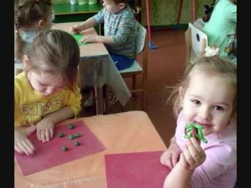 "Лепка ""Елочка"" в мл.группе №1"